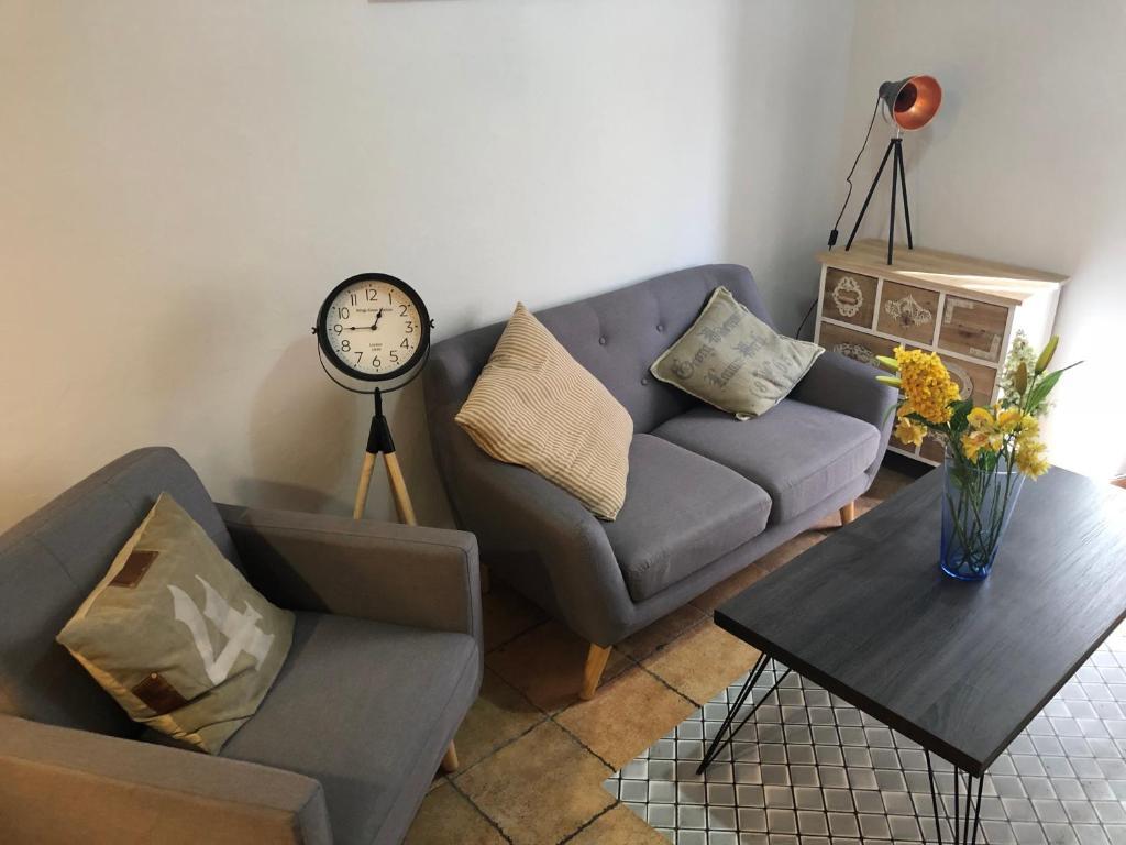 A seating area at Apartament Turístic Tgn 3
