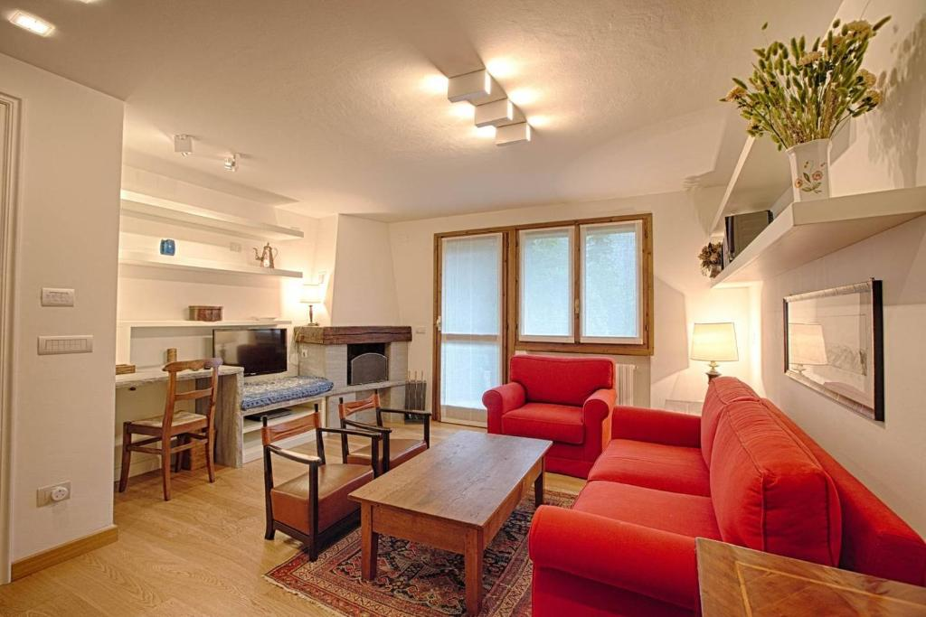 Hintown Stylish and Charming Flat in Courmayeur, Courmayeur ...