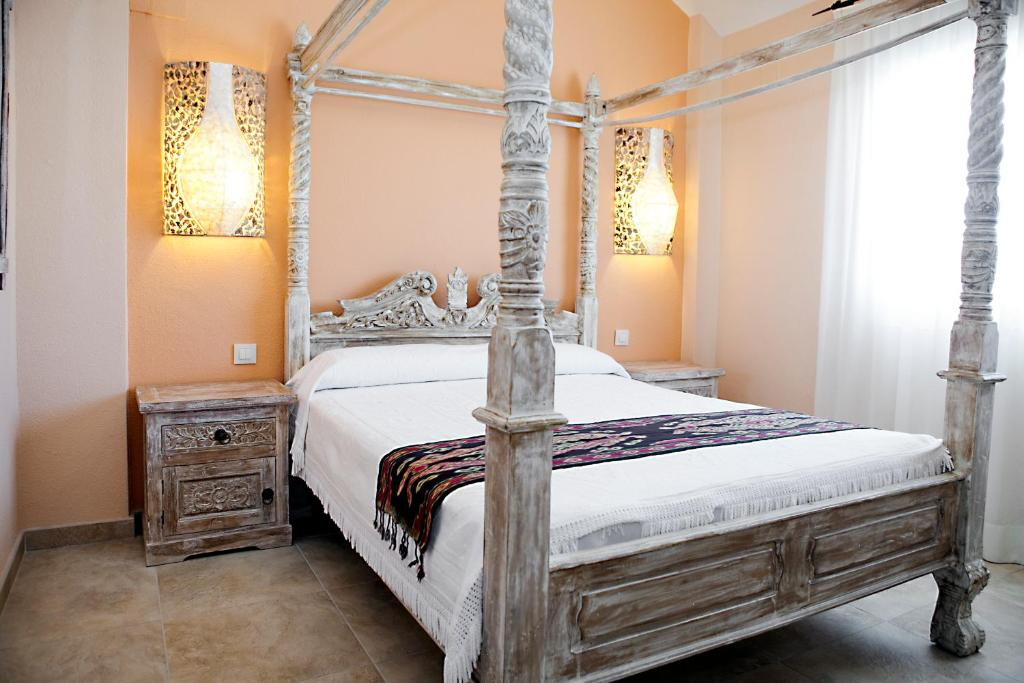 A bed or beds in a room at Zahara Sol