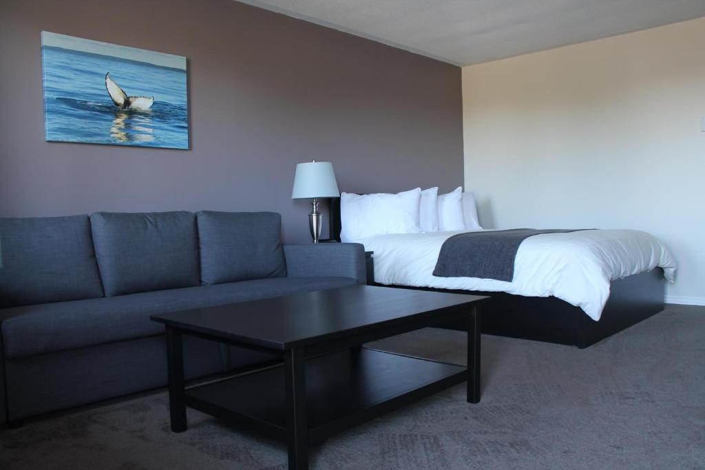 A bed or beds in a room at Voyageur Motel