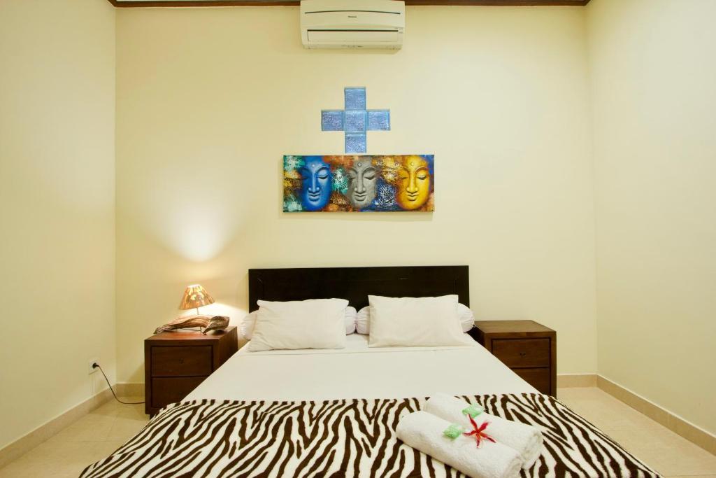 Tempat tidur dalam kamar di Jepun Bali Homestay Sanur