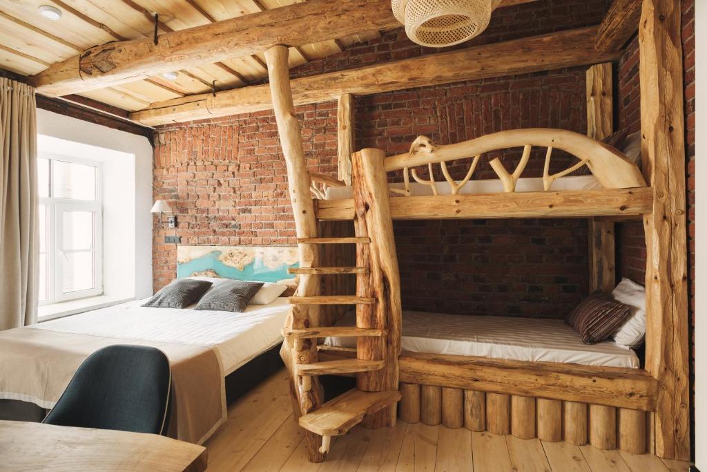 Двухъярусная кровать или двухъярусные кровати в номере Бутик-отель Truvor