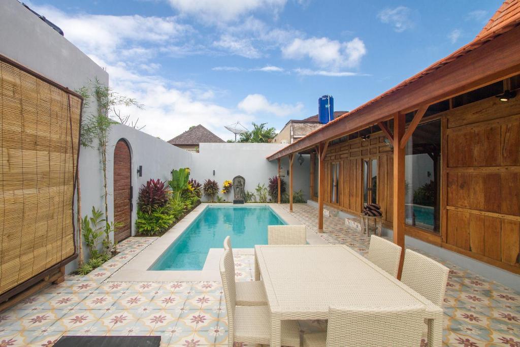 The swimming pool at or close to Villa Joglo Jagat