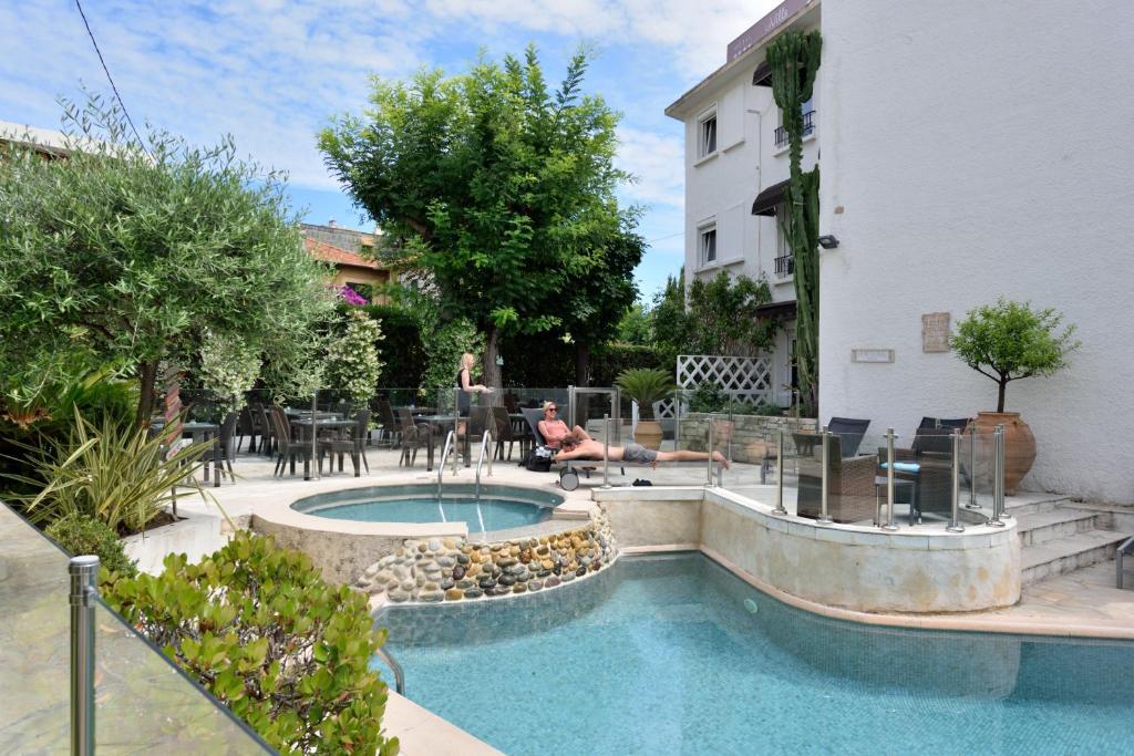 The swimming pool at or close to Hôtel La Villa Cannes Croisette
