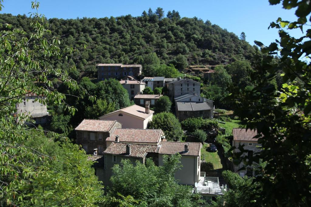 Vue panoramique sur l'établissement La Caladette