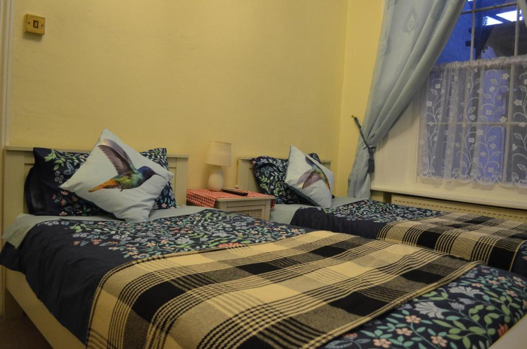 A bed or beds in a room at Penmarnja Rooms