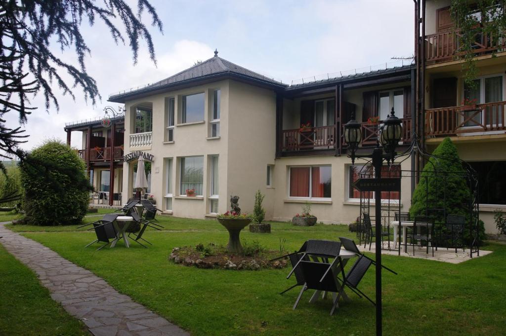 Hostellerie Saint Clement France Vic Sur Cere Booking Com