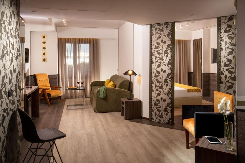 A seating area at Hotel Domidea
