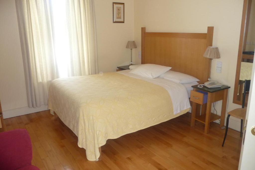 A bed or beds in a room at Crawford Guest House