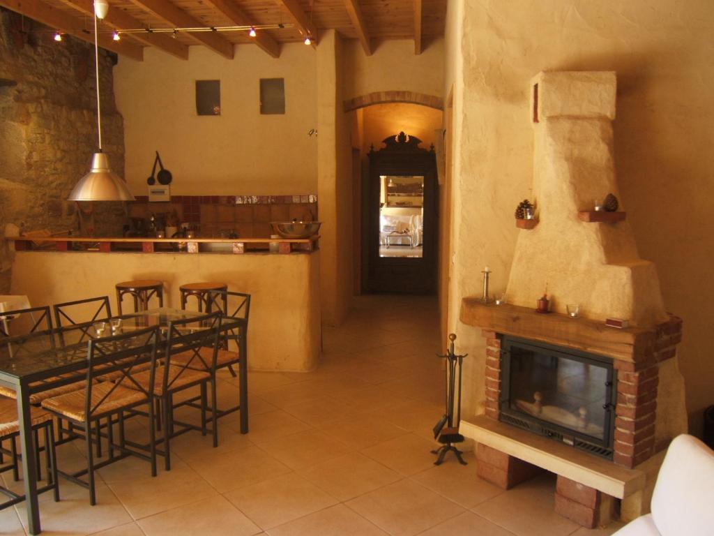 A kitchen or kitchenette at Gite la Tour