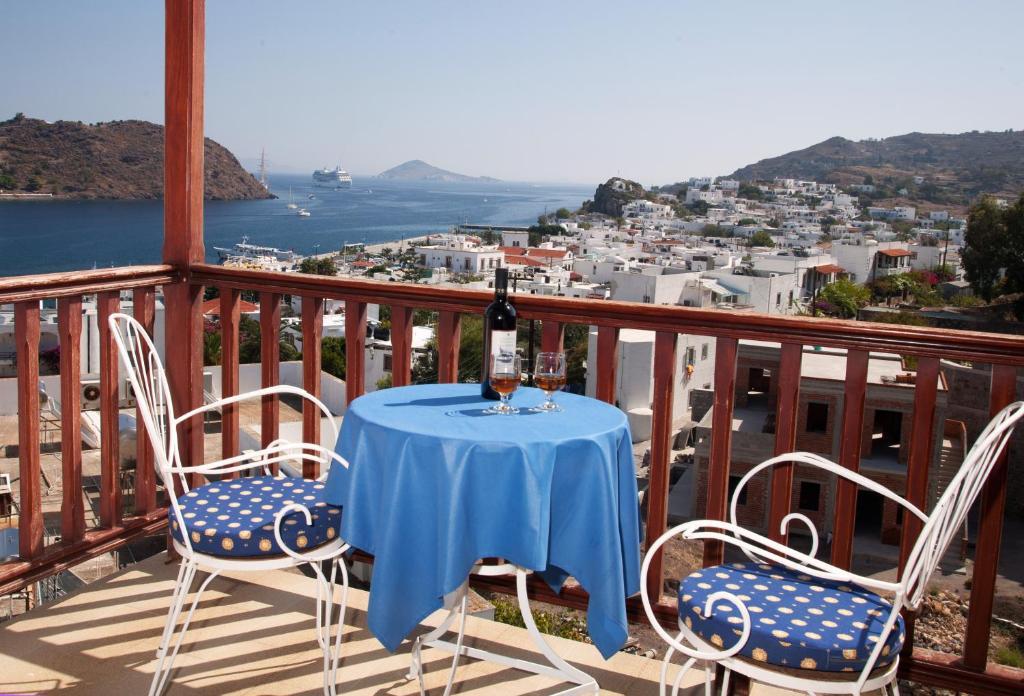 A balcony or terrace at Casteli Hotel