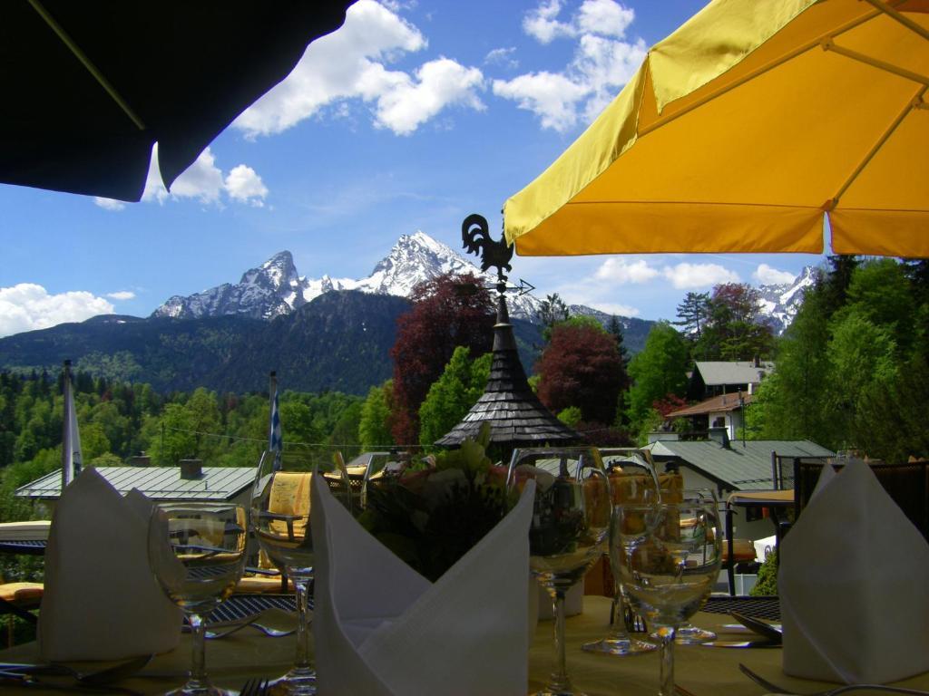 Ein Restaurant oder anderes Speiselokal in der Unterkunft Alpenhotel Kronprinz