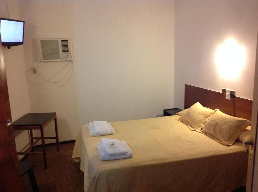 A bed or beds in a room at Hotel Regidor