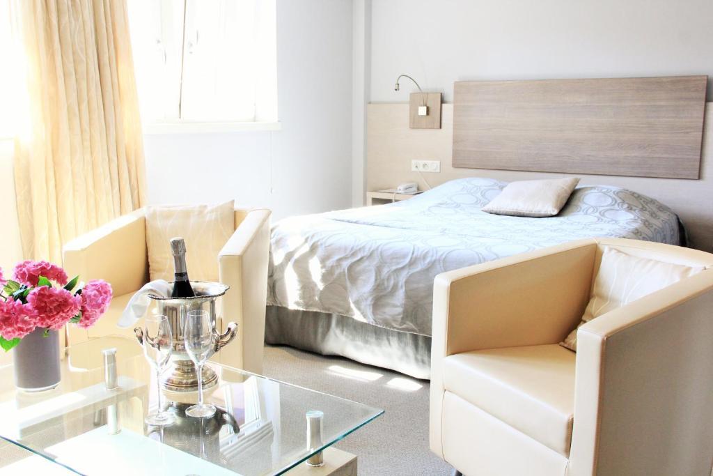 Un ou plusieurs lits dans un hébergement de l'établissement Hostellerie au Cygne