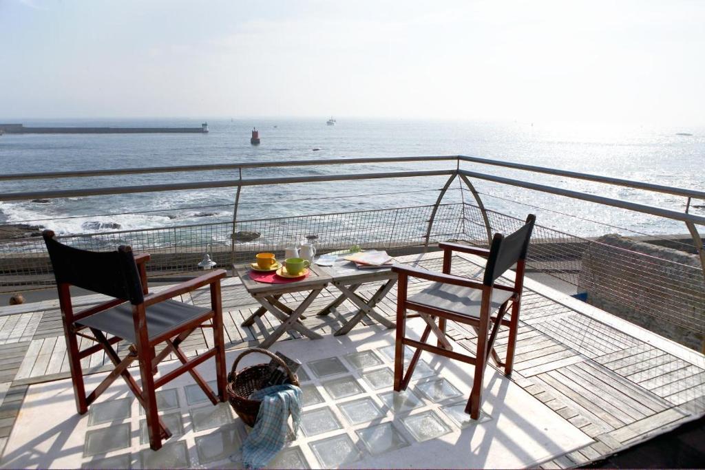 Ein Balkon oder eine Terrasse in der Unterkunft Le Poisson d'Avril