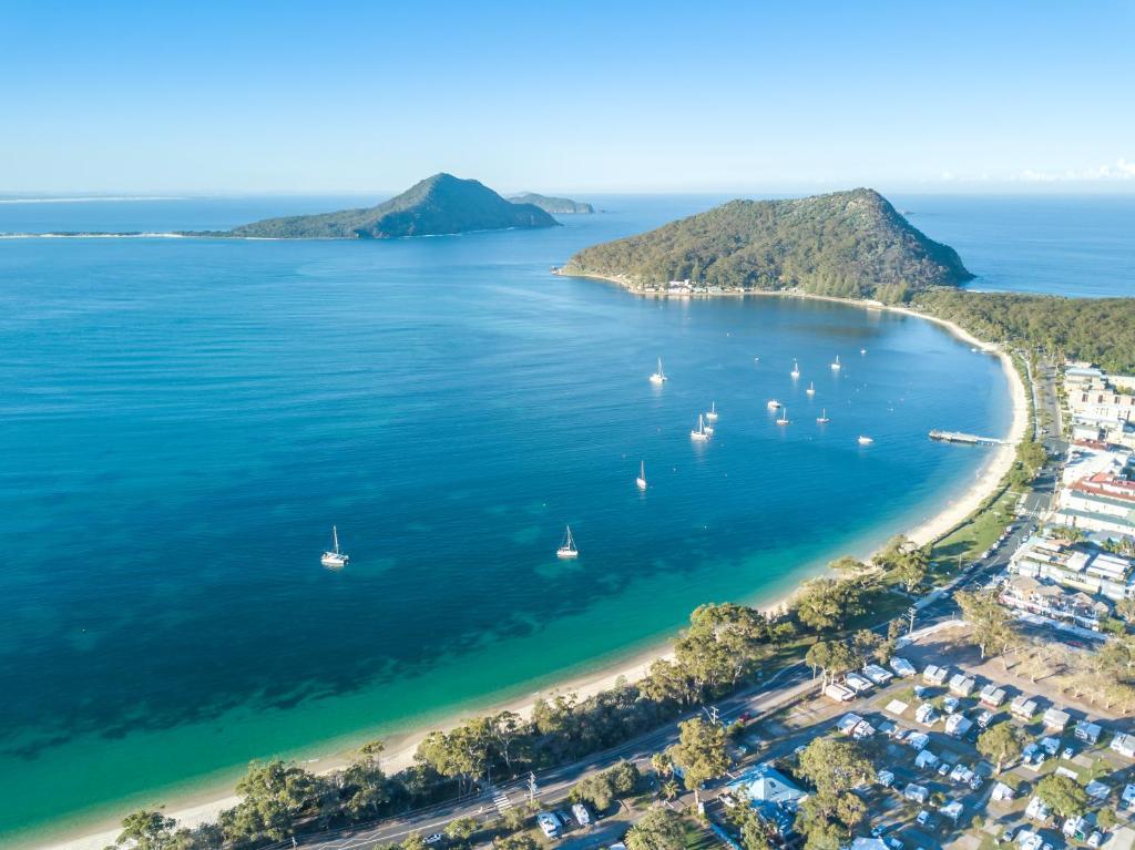 Een luchtfoto van Shoal Bay Holiday Park