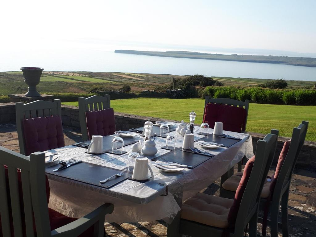 A restaurant or other place to eat at Creevagh Heights B&B