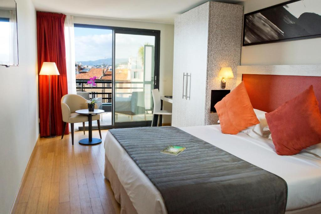 A bed or beds in a room at Eden Hotel & Spa