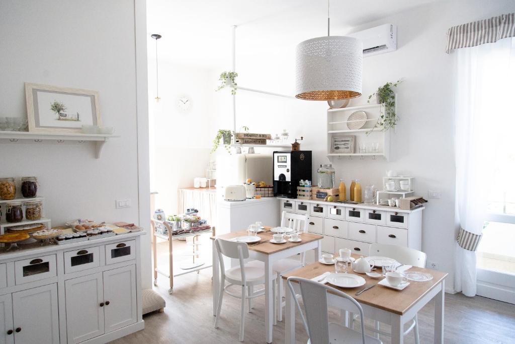 Kitchen o kitchenette sa aMarti Suites B&B