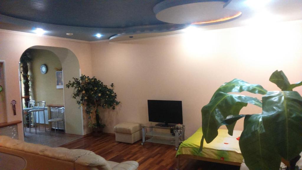 Телевизор и/или развлекательный центр в Студия посуточно или почасово Донецк, Артёма 104а