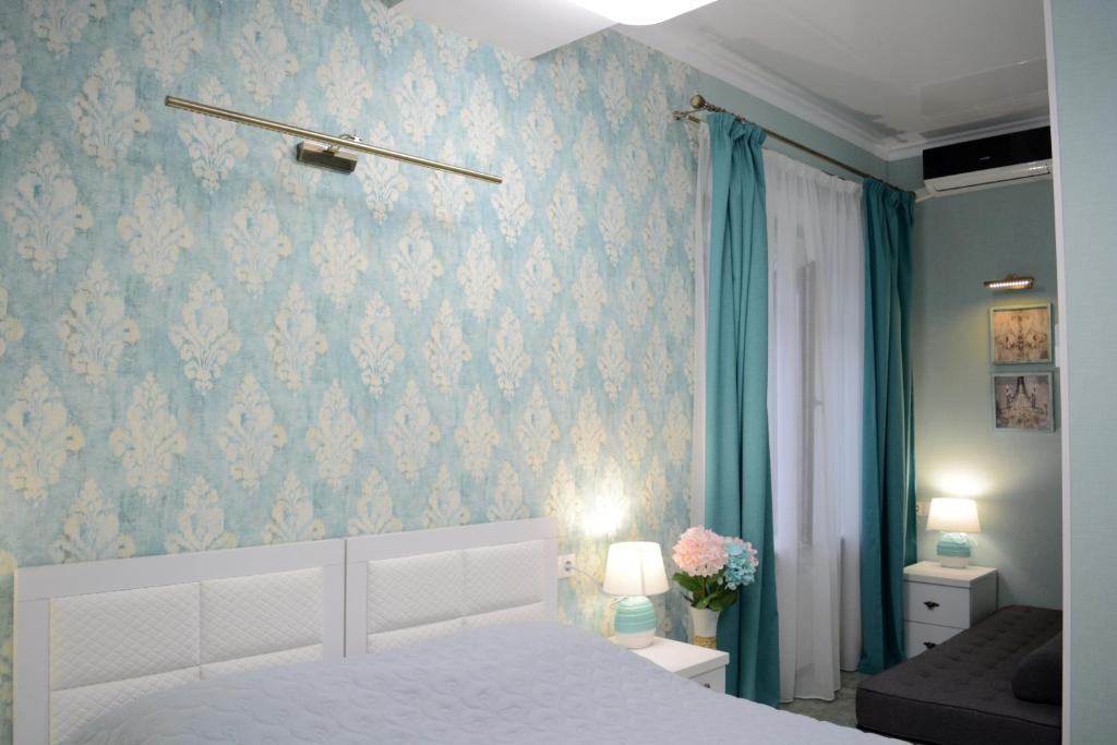 Giường trong phòng chung tại Hotel Nicolas