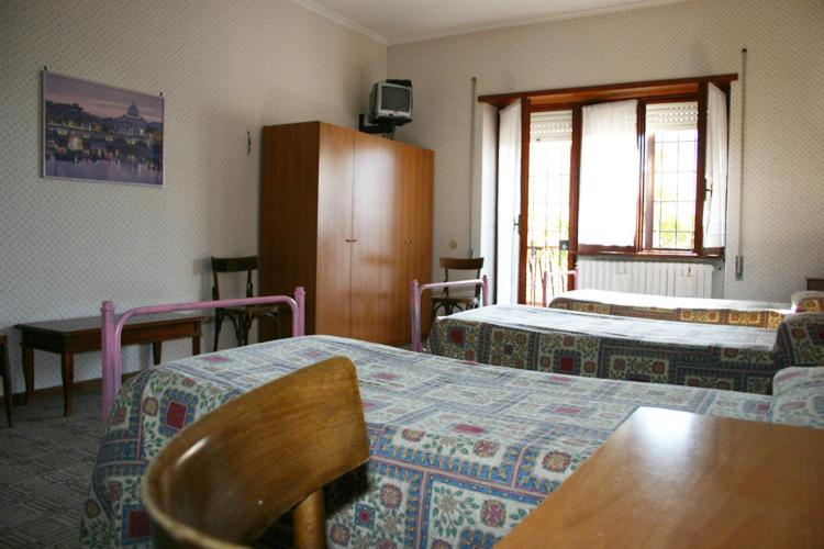 A bed or beds in a room at Albergo Anna