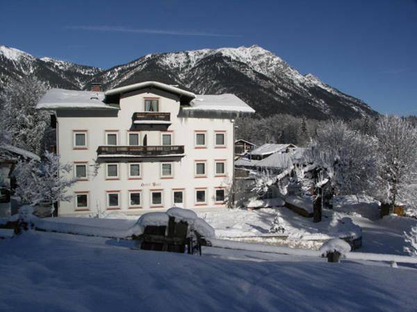 Hotel Garni Post during the winter