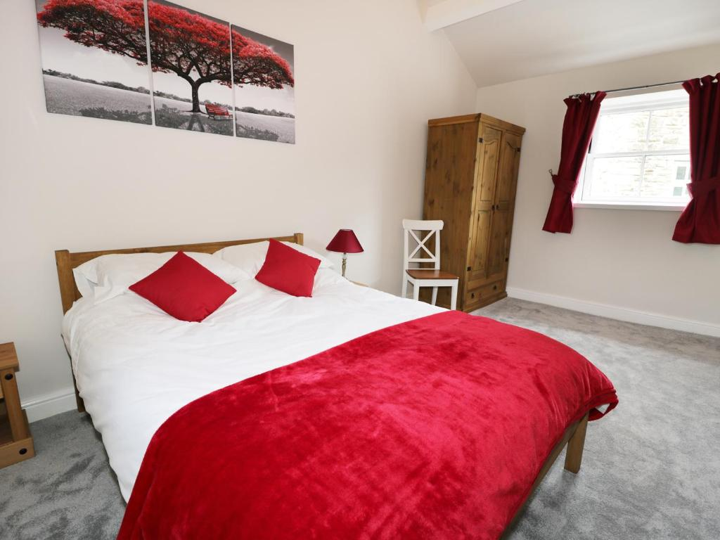 A bed or beds in a room at Mill Force Cottage, Barnard Castle