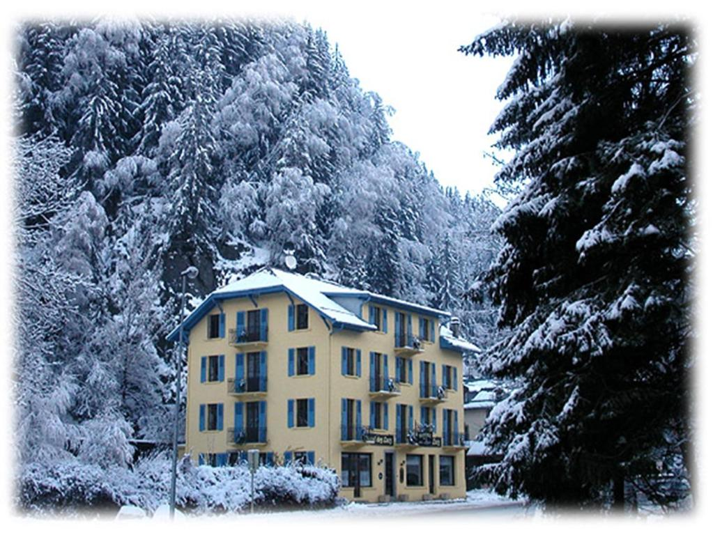 Hotel des Lacs during the winter