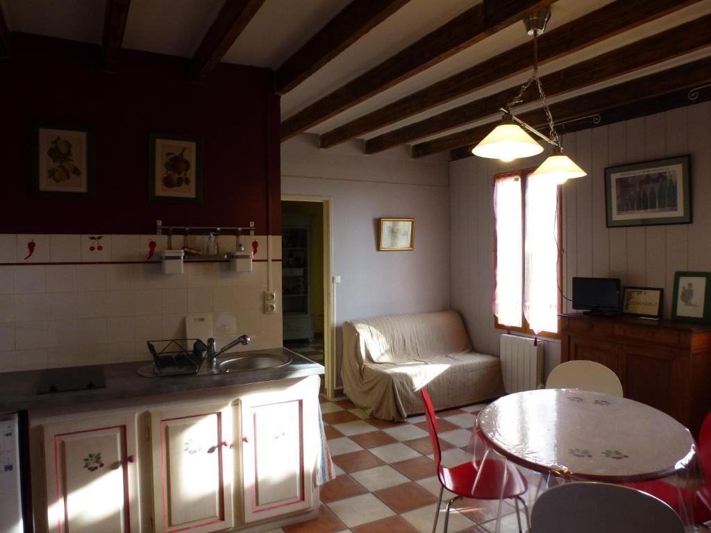 Appartement Terrasson France Puisseguin Booking Com