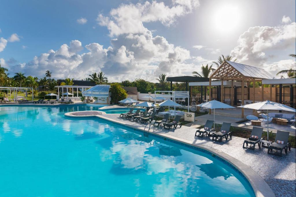 The swimming pool at or close to Catalonia Royal Bavaro - All Inclusive - Adults Only