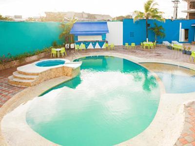 A piscina localizada em Bohemian Paradise Hostel ou nos arredores