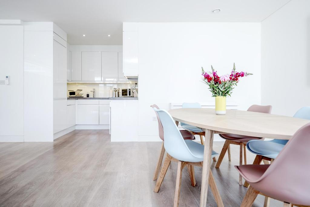 A kitchen or kitchenette at LCS Soho Apartments