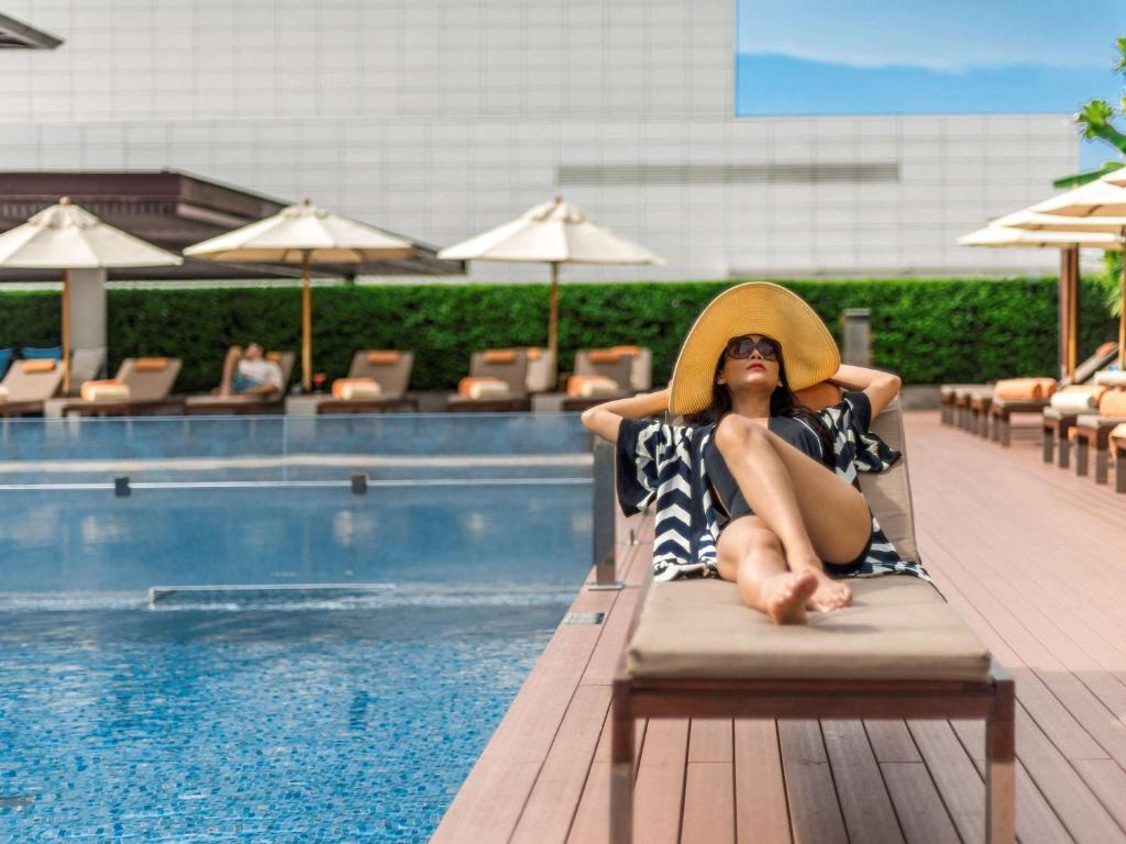 The swimming pool at or close to Pullman Bangkok King Power