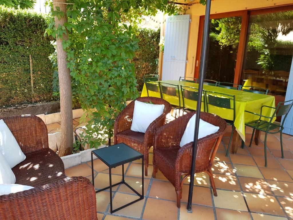 A porch or other outdoor area at Maison les Salles-sur-Verdon