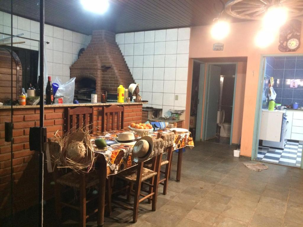 A restaurant or other place to eat at Z'Melo chácara Rio do Peixe
