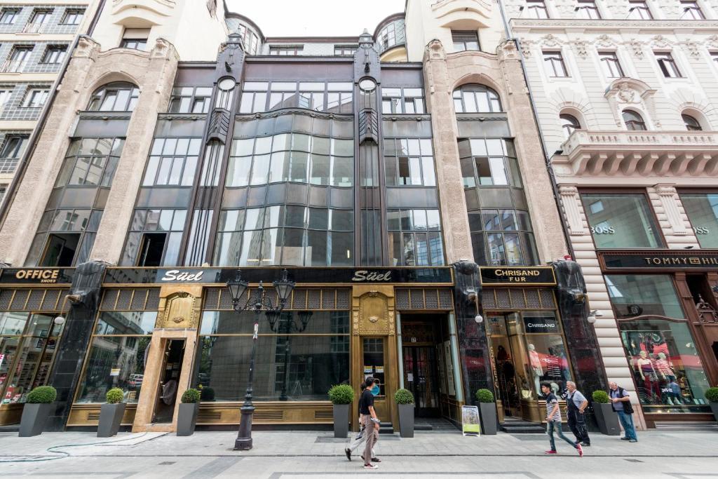 Fashion Street Luxury Apartment