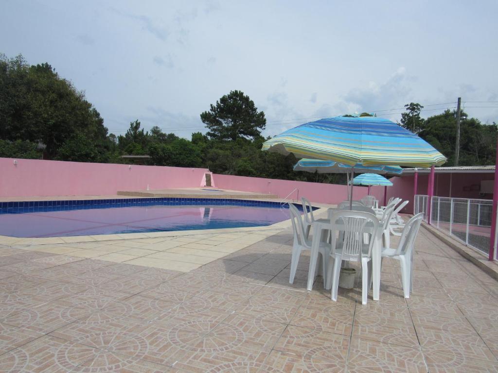 A piscina localizada em Pousada do Recanto Feliz ou nos arredores