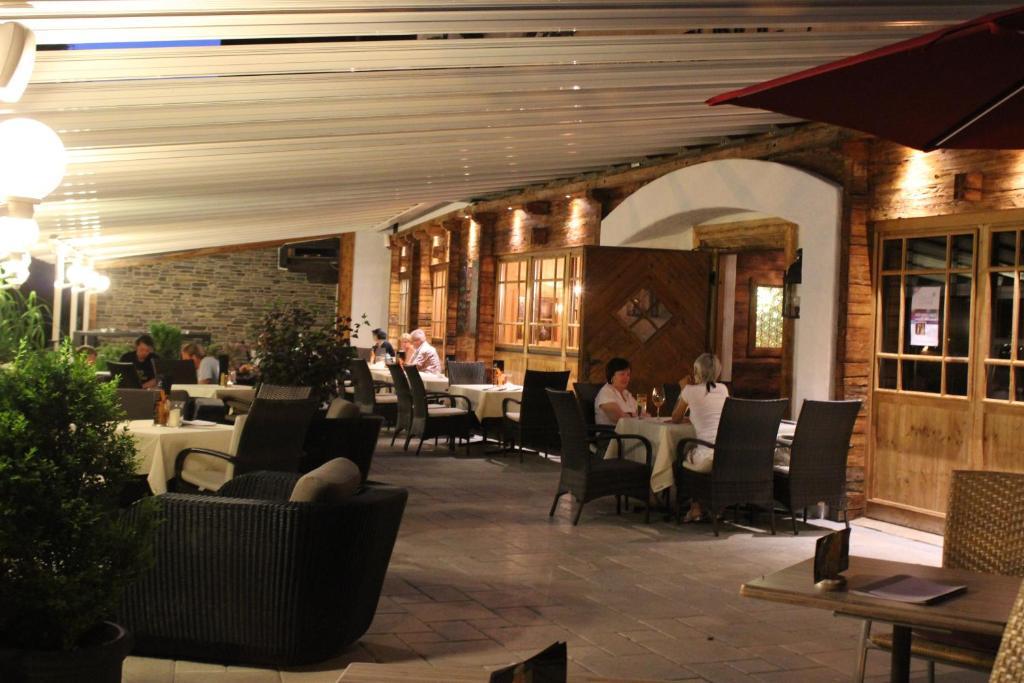 Ein Restaurant oder anderes Speiselokal in der Unterkunft Gasthof Edelweiss