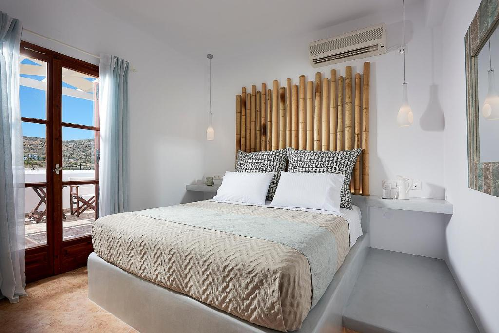 A bed or beds in a room at Mirabeli Apartments & Suites