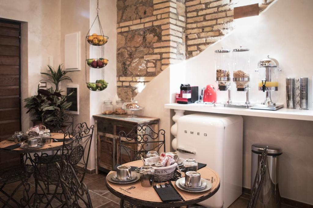 Guesthouse Lighthouse Suites, Rome, Italy - Booking com