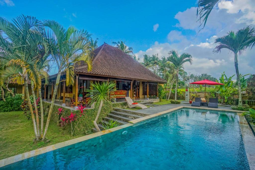 The swimming pool at or close to Villa Hati