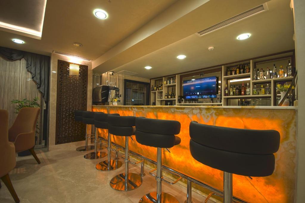 Лаундж или бар в Antusa Palace Hotel & Spa
