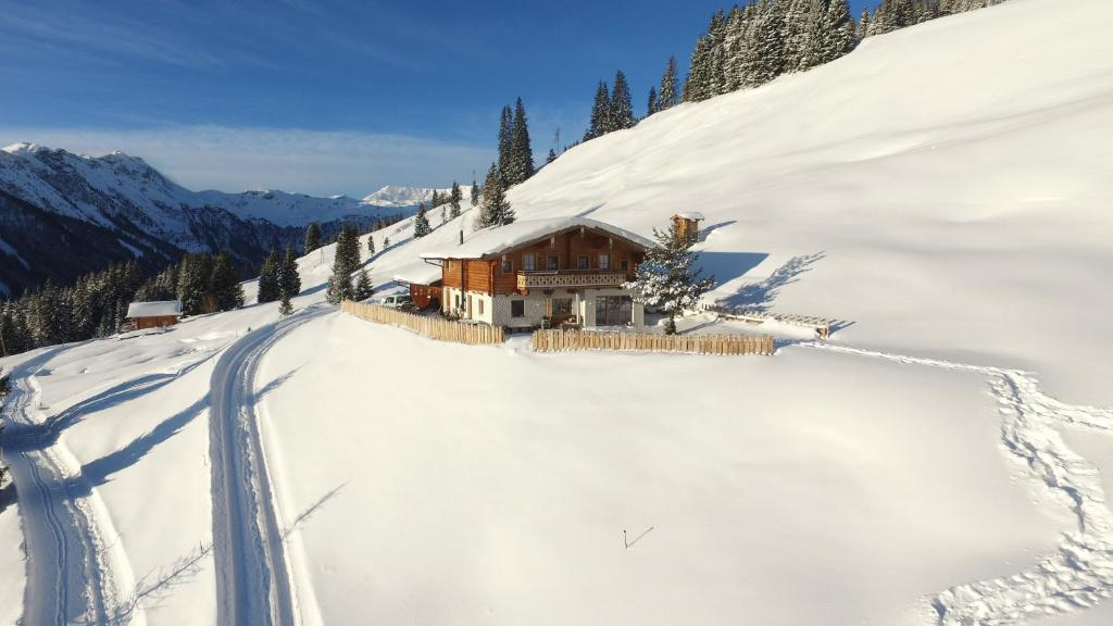 Alpine Deluxe Chalet Wallegg Lodge Ski In Ski Out I Saalbach