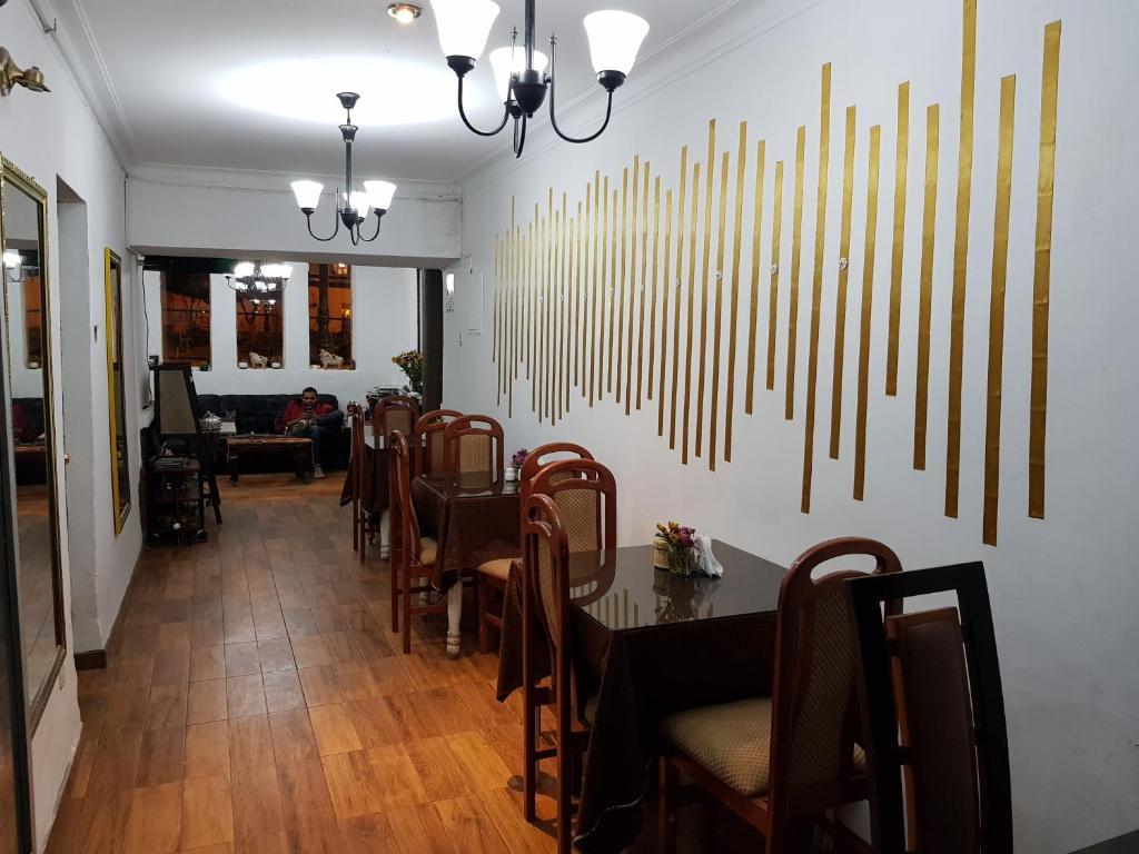 Un restaurante o sitio para comer en Hostal Maria Angola
