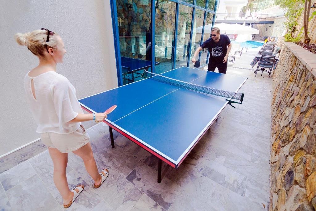 Настольный теннис в Ramira City Hotel - Adult Only (16+) или поблизости