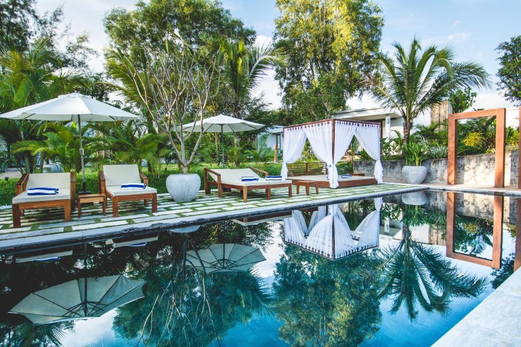 The swimming pool at or close to Sahaa Beach Resort