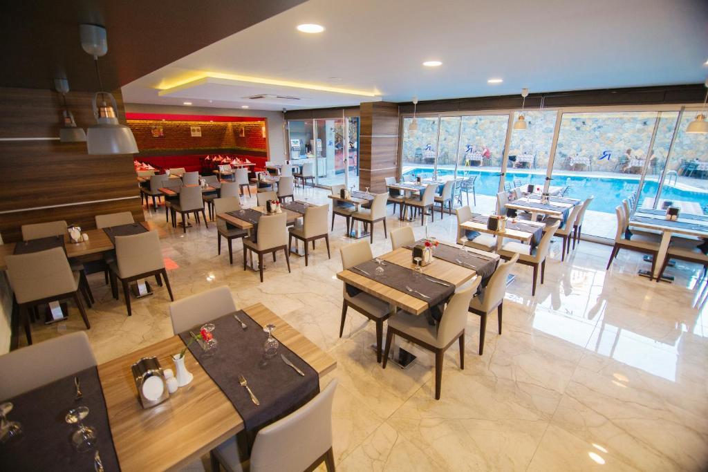 Ресторан / где поесть в Ramira City Hotel - Adult Only (16+)