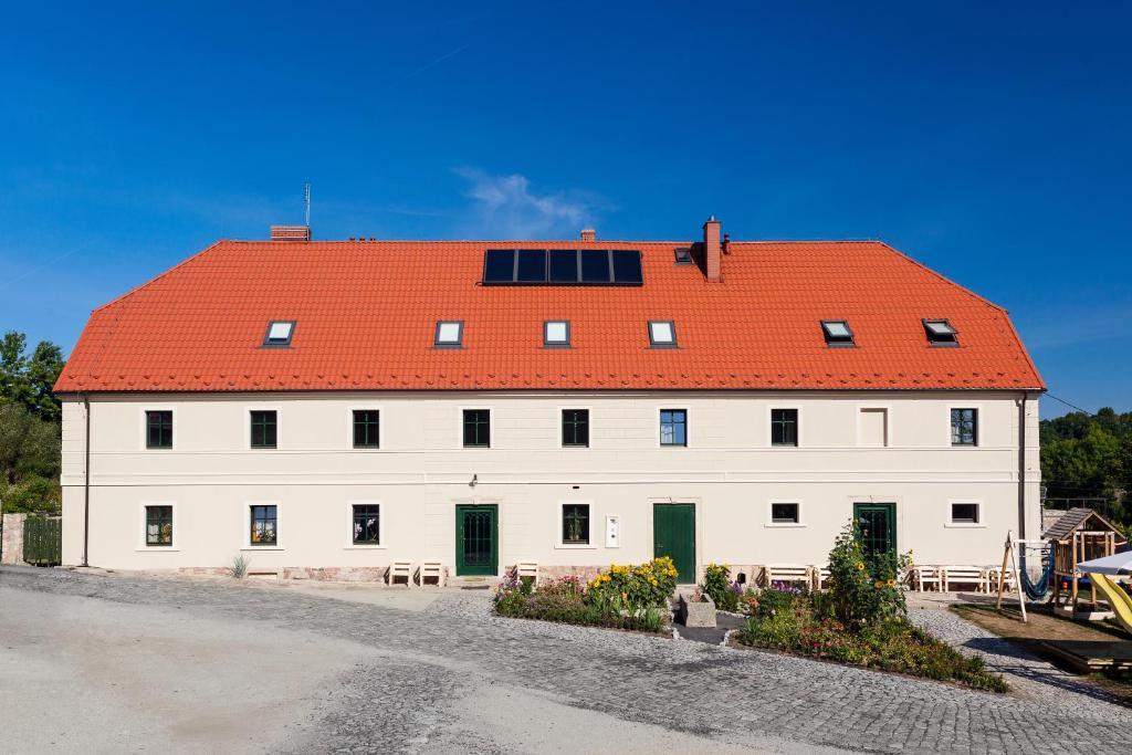 Budynek, w którym mieści się gospodarstwo agroturystyczne