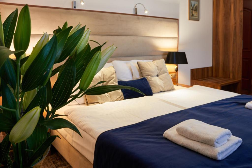 En eller flere senge i et værelse på Nobilton Hotel